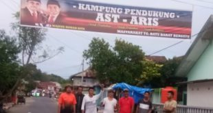 Warga Tanjong Batu Buat Spanduk Kampung Pendukung AST-Aris