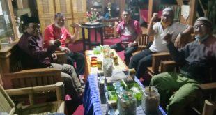AST Sambangi Mantan Wakil Ketua DPRD Sulbar H Harun…Ini Yang Dibicarakan..