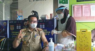Kadis Kominfopers Terima Suntikan Perdana Vaksin Covid-19