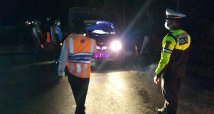 Terindikasi Hendak Mudik, Puluhan Kendaraan Diputarbalik di Perbatasan Sulsel – Sulbar
